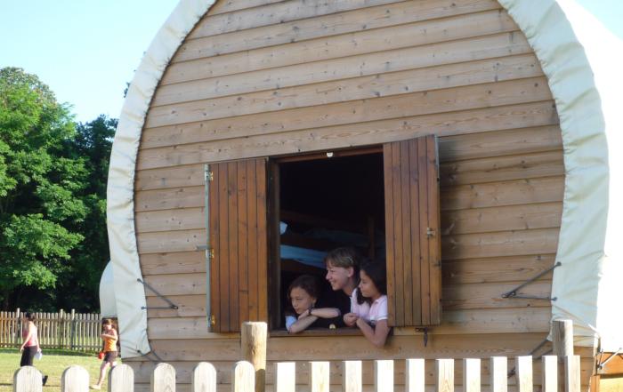 Logement en roulotte en bois à Val-en-Pré
