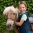 Enfant avec son poney à Val-en-Pré