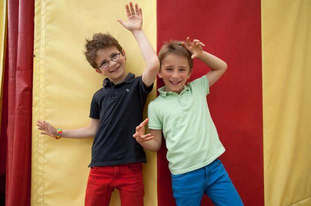 Enfants au cirque à Val en Pré
